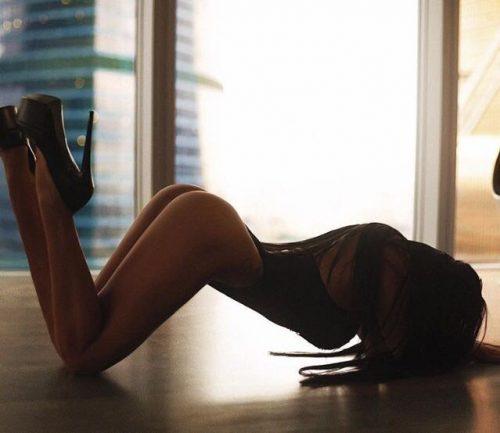 Kıvrak masaj yapan kız Gülden
